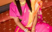 Asha Kumara Dil Se NN Exotic Teen Asha Covers Her Brown India Titties With A Sari