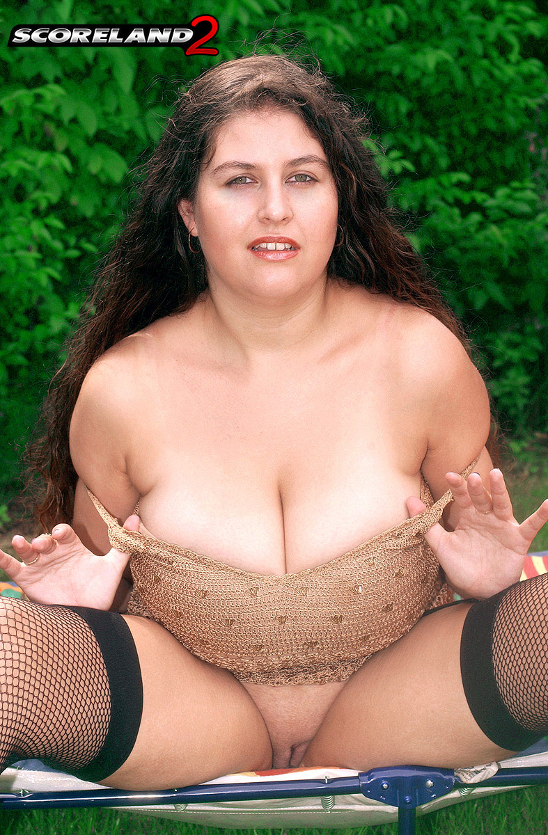 Amateur chubby girl self orgasm
