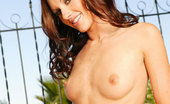 Glamour Models Gone Bad Taylor Rain A Sexy Chick Showing Off Her Nude Body