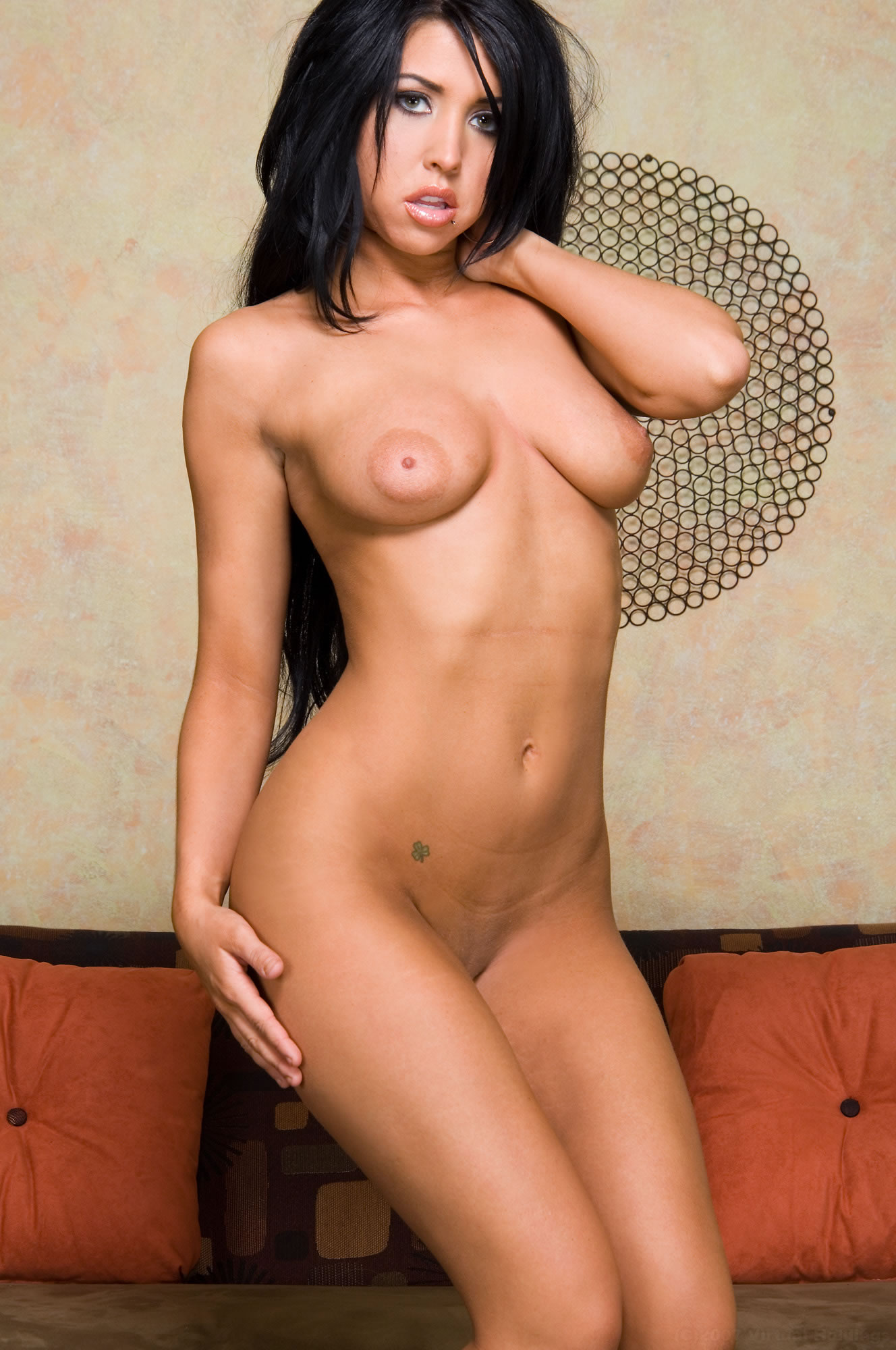 nude aunty alone in home