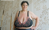 OMG Big Boobs Anika Macromastia Milf