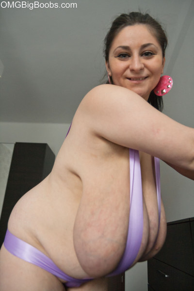 Bbw pornstar samantha 38g wiggles and shakes her huge tits - 2 part 5