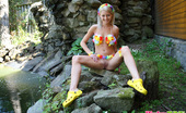 Pinky June 18yo Beauty Pinky June Looks Unforgettable On The Rocks