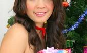 88 Square Pang Piyatida A Very Pretty Pang Unwrapping Her Xmas Gift To Us