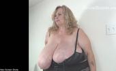 Divine Breasts Suzie 44k Self Sucking