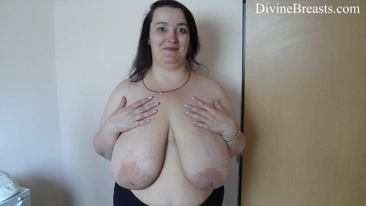 gif hot babe kiss nipple