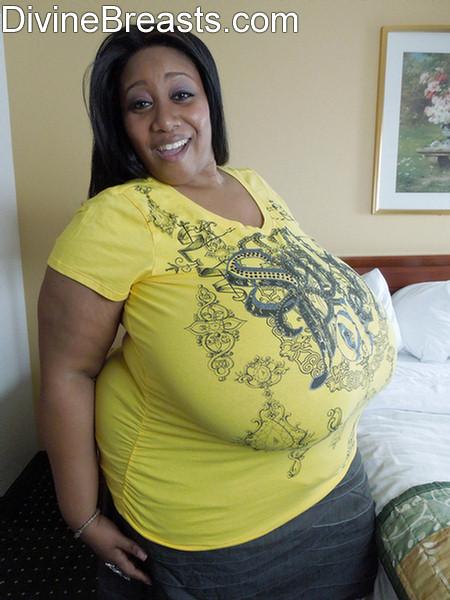 neue ebony big breast nude pics