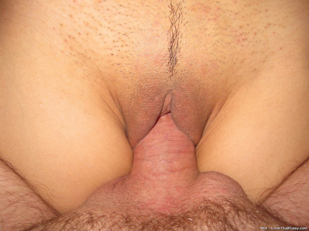 schwarz landing strip pussy close up