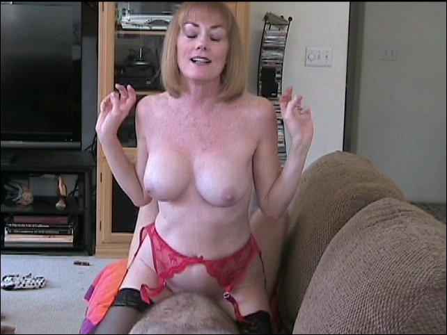Melanie Bray  nackt