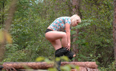 Pee Hunters 418729 Hot Redneck Blondie Makes A Piss Fountain Alfresco