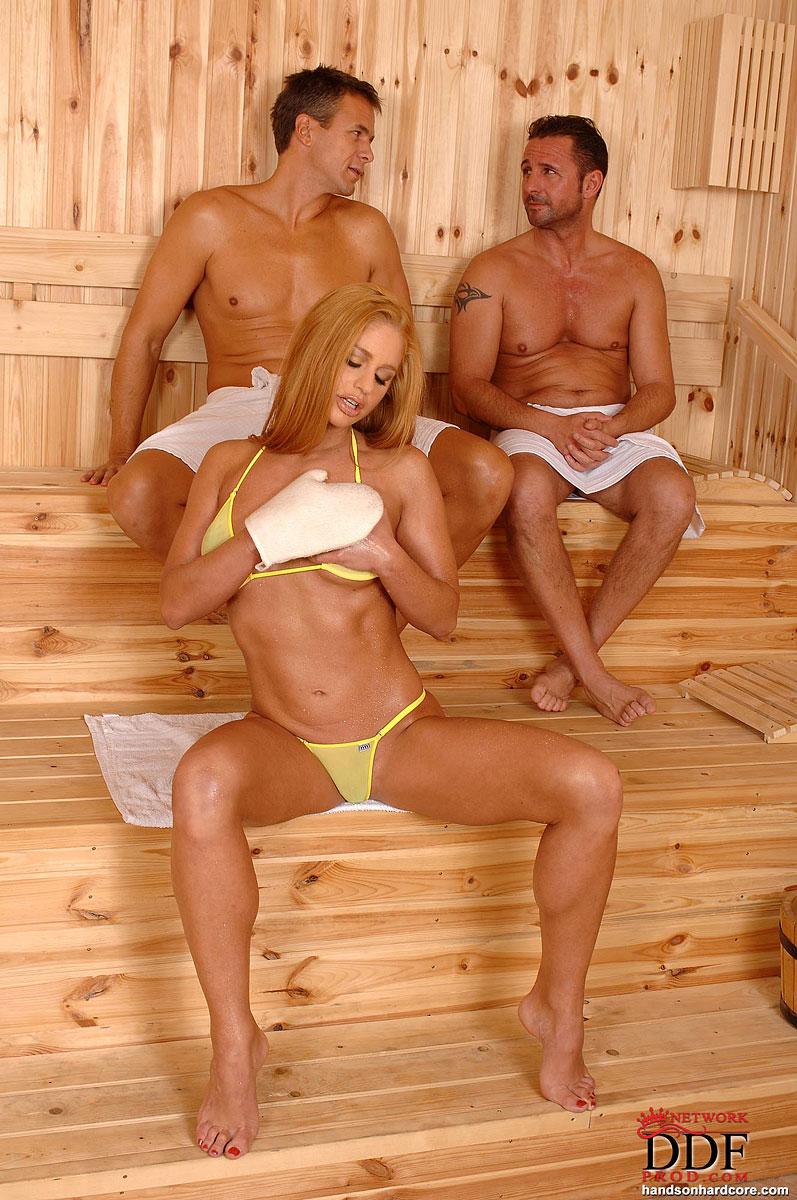 Частное порно казашек в сауне 10 фотография