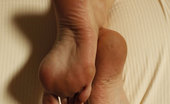 Foot Factory Kendra James NEW 04-28-2014 Kendra Masturbates In Nude Nylons