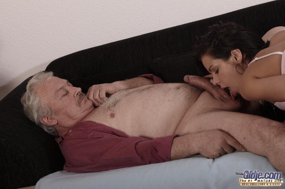 усердно порно кунилингус со стариками будто лишится всего