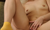 Be Hairy Kinky Girl Fucking Her Pussy