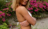 In Focus Girls Kia Sunny Pleasures Join This Cheeky Honey For A Striptease And Dildo Probing