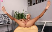 In Focus Girls Boroka Footstool Fingering Sublime Blonde Spreads And Fingers Bald Twat On Footstool