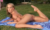 In Focus Girls Keira Lawn Libido Sizzling Blonde Nudes And Fingers Shaved Snatch In Garden