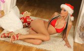 In Focus Girls Laryne Seasonal Soloist Vixen In Santa Hat Strips And Spreads Hot Pussy On The Floor