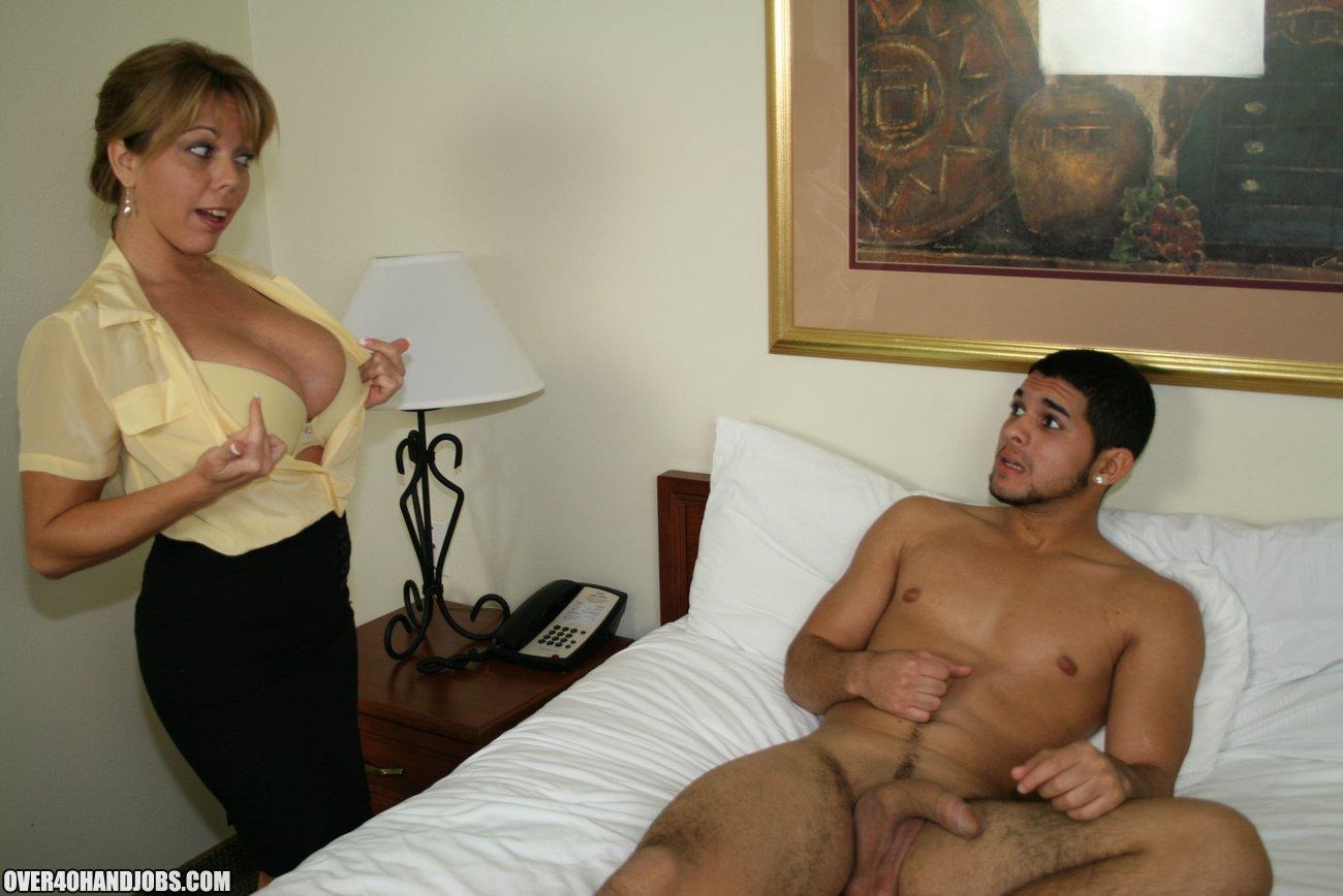 рексиком кого порно женщина застукала парня мастурбацией о помогла ему сегодня
