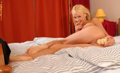 Hanna's Honeypot Hanna White Toyer Tempting Teen Cutie Spreads And Bangs Long Vibrator In Bed
