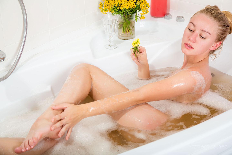 female masturbation squirt gif
