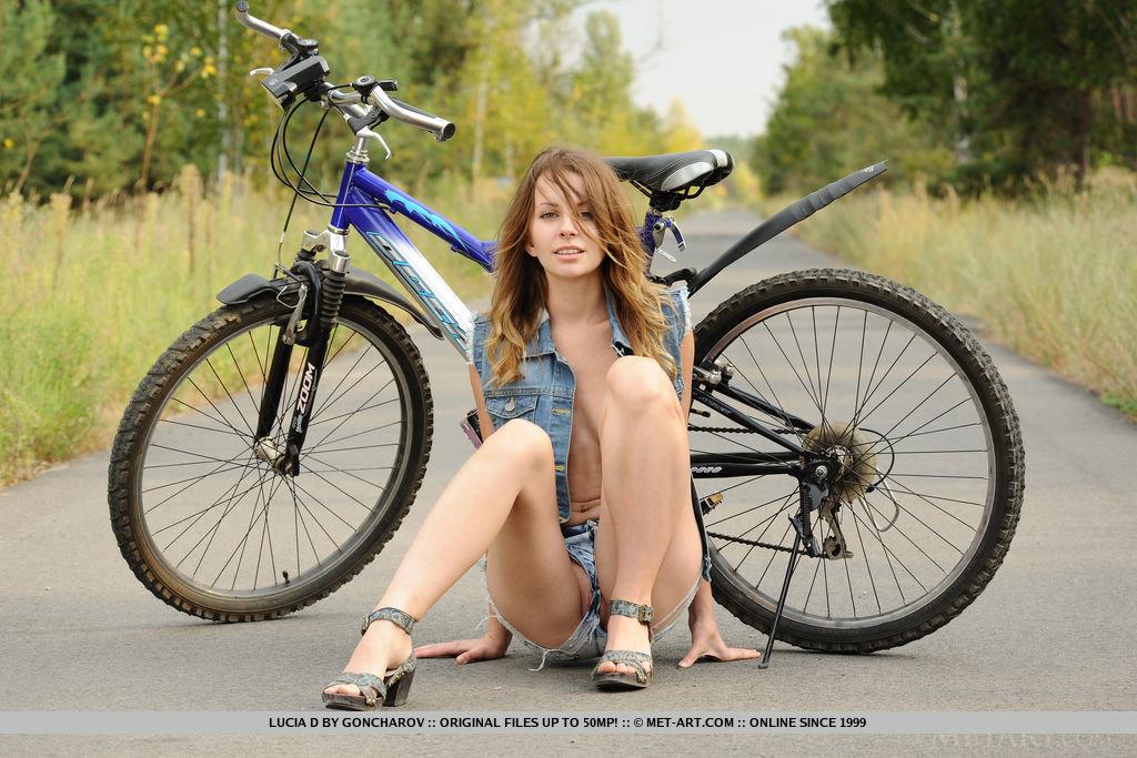 nude girls on bikes galerien