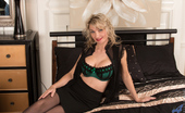 Anilos Anilos Roxy Jay Stunning Blonde Milf Shows Her Big Titties In A Mouthwatering Bra