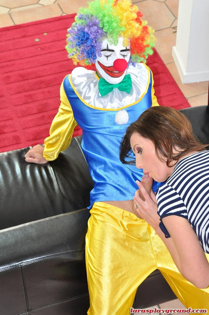 Girl fucking clown in porno didn't like