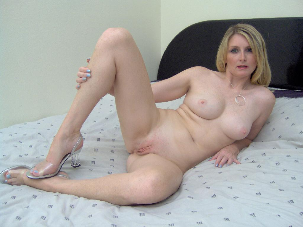 image Amateur mature aunty gets cuni and hard sex