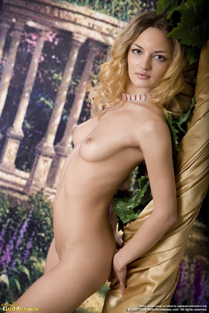 Twist nackt Ginger  MrSkin