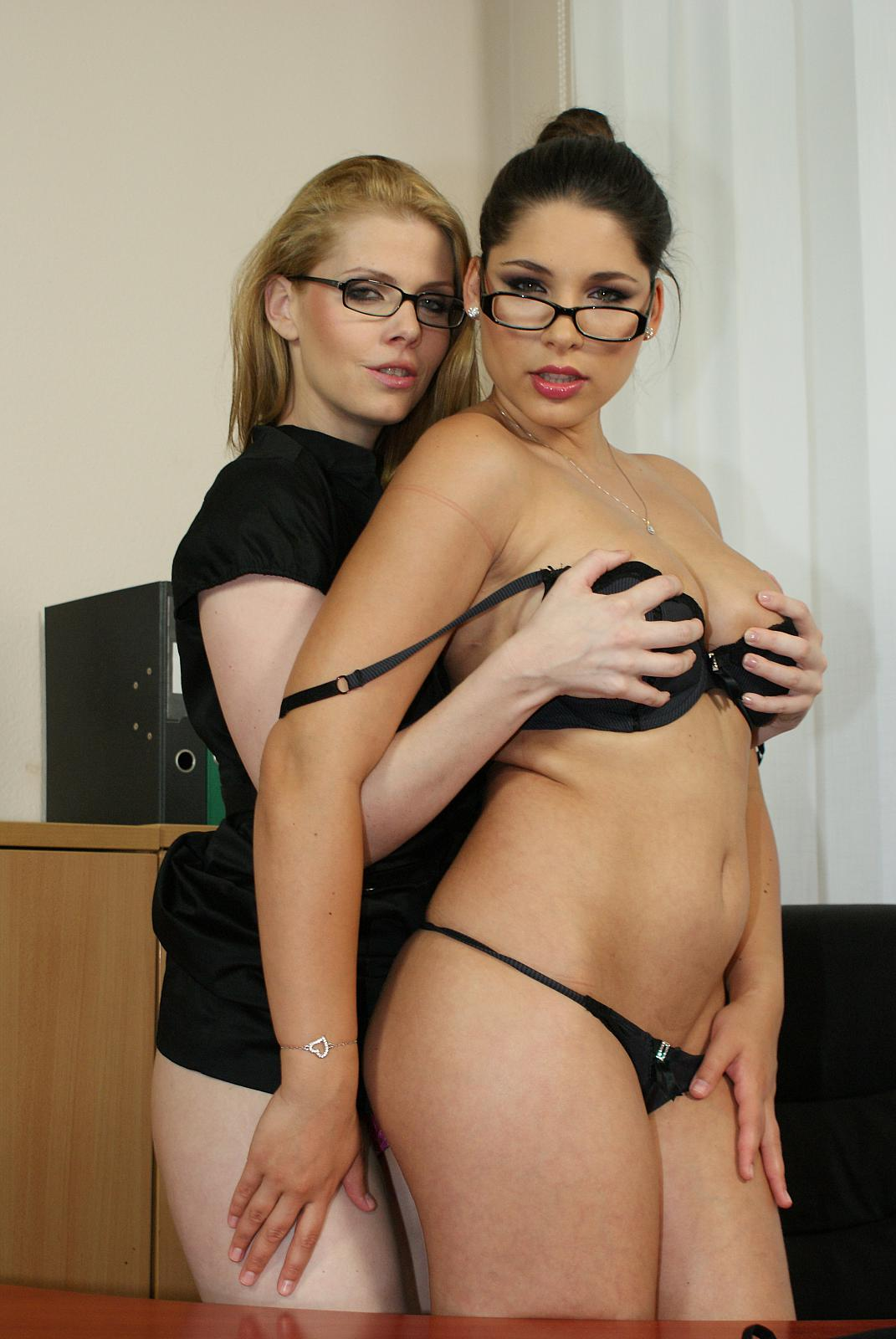 zafira lesbian porn Watch the video [Peaches free porn online  and.