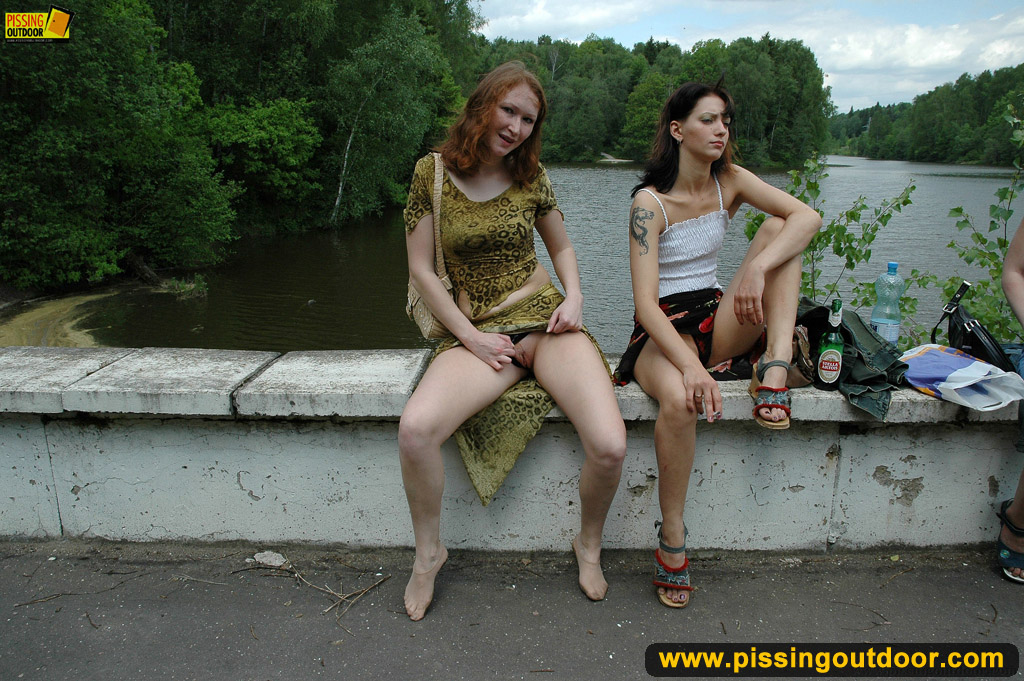 teen girls pissing outdoors in a ally