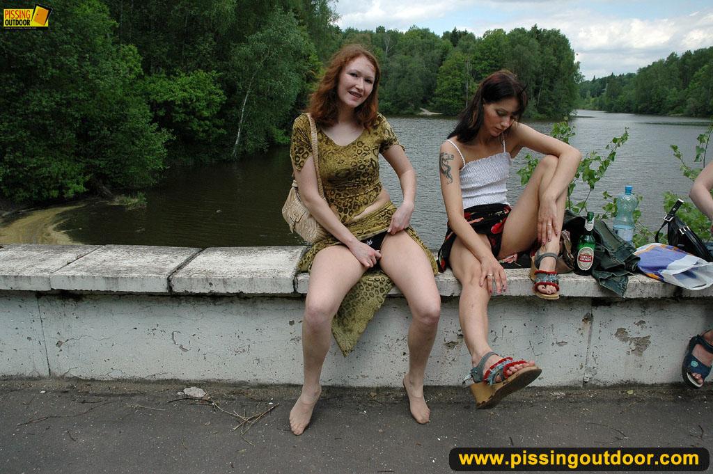 Red tube women using didlos