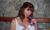 Gang Bang Dee Dee Uses Her Favorite Vibrator To Get Herself Nice And Wet Gang Bang Dee