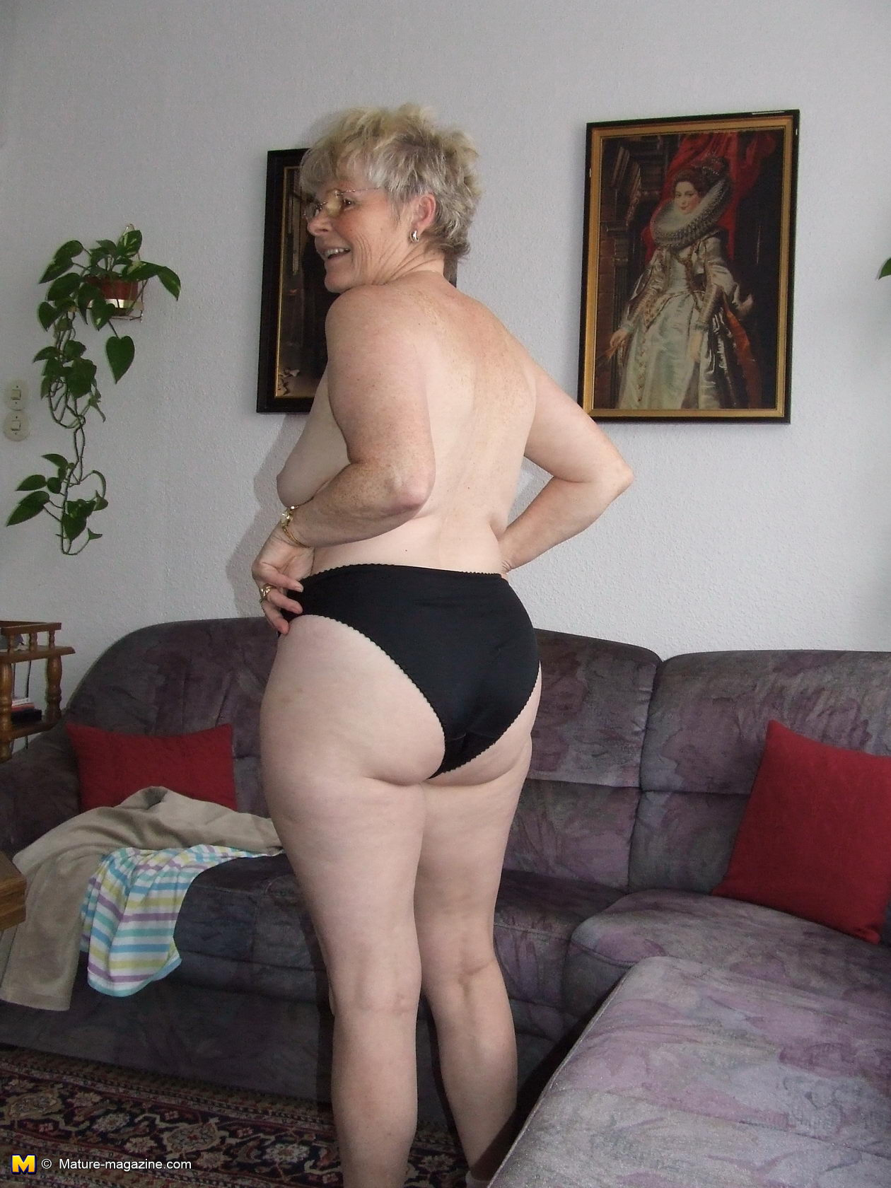 Hot mature lady shows her mature body