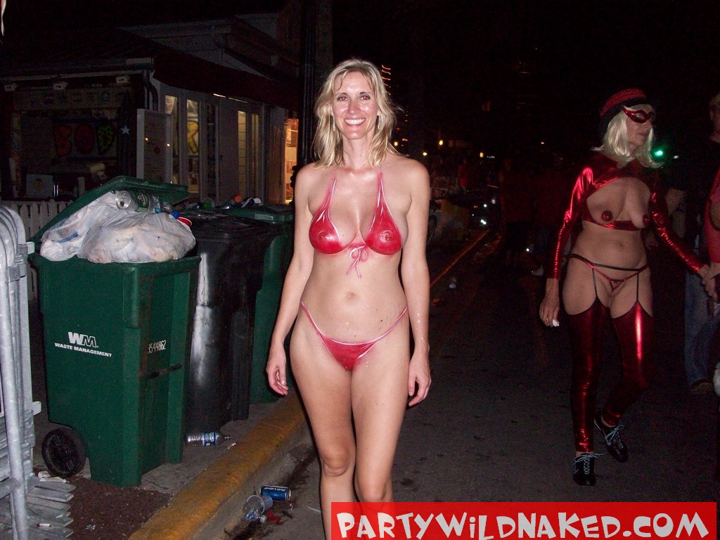 Party Wild Naked Wild Women Wearing Only Body Paint At Fantasy Fest ...