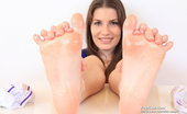 Feet Luv Fernanda Splendid Fernanda Gives Footjob To Dildo Feet Luv