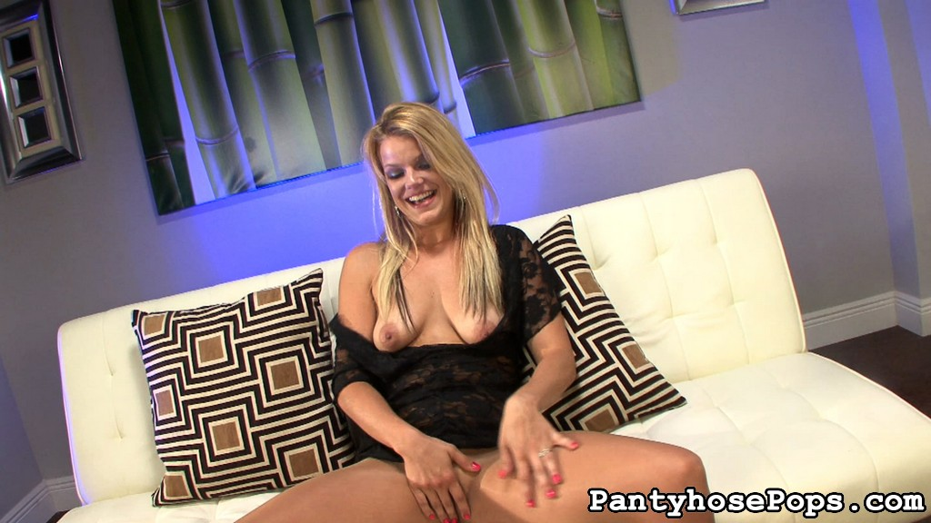 Pantyhose addict missy needs her