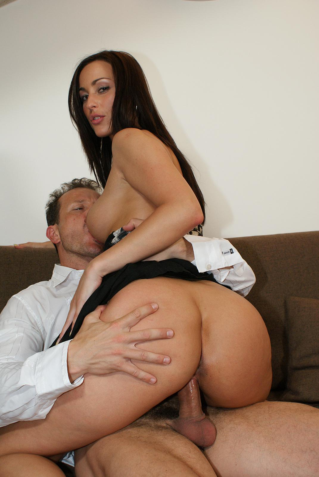 Euro babe simone style found a fucking solution to her problem