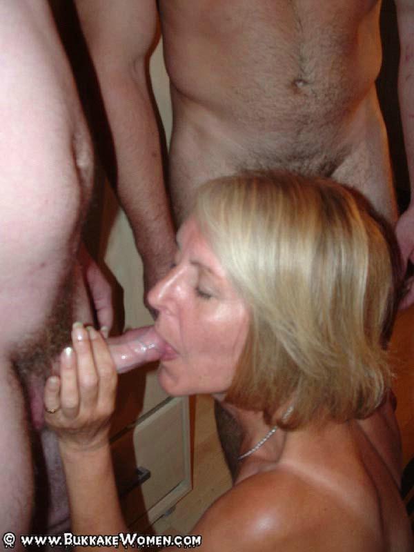 Blonde Babe Lesbians Kiss