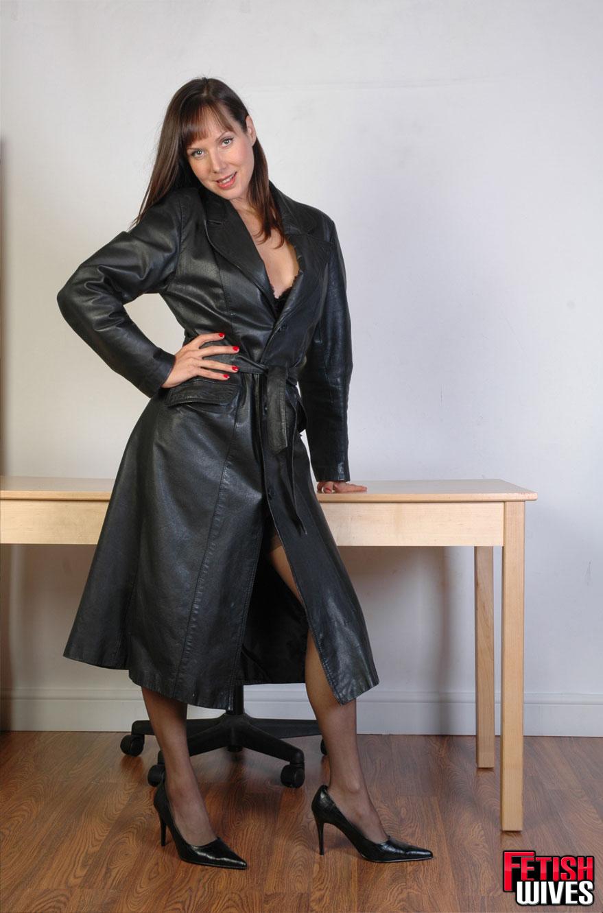 Advise black coat in leather long slut final, sorry