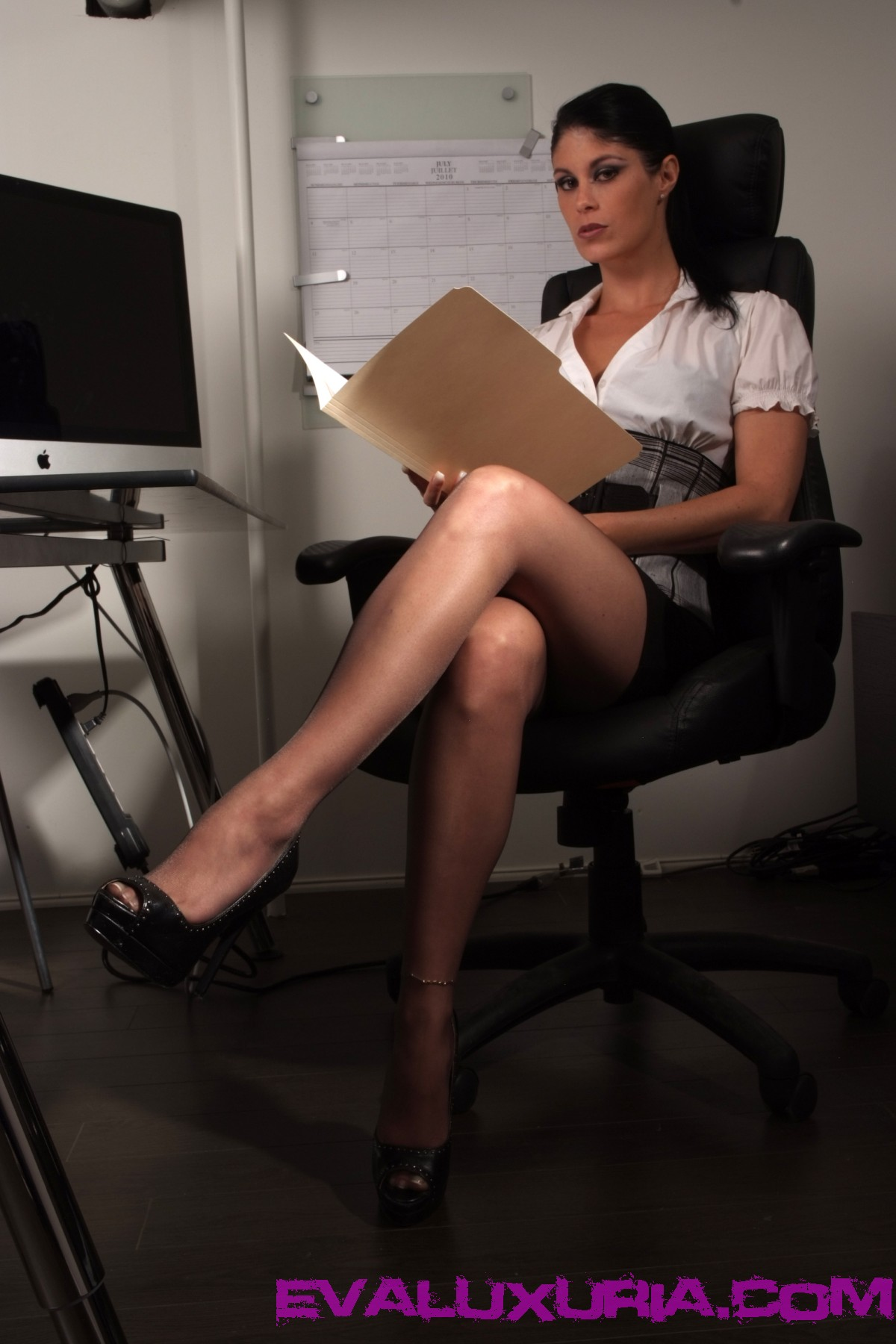 Сочная секретарша и ее киска фото 1 фотография