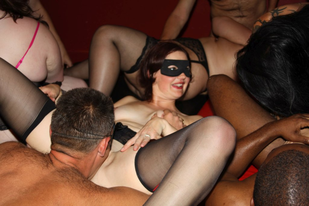 Amateur Swallow Gang Bang