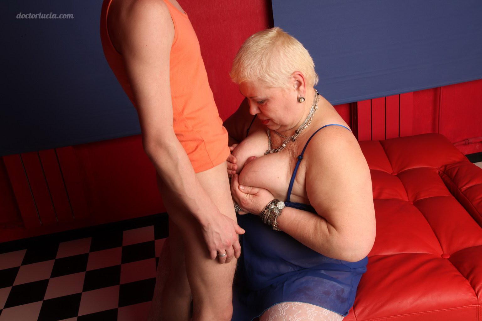 Толстые тетки минет 11 фотография