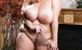 Plumpers And BW Maria Moore Gorgeous Blonde Showing Her Fat Body Plumpers And BW