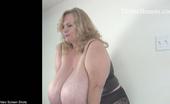Divine Breasts Suzie 44k Self Sucking Divine Breasts