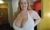 Divine Breasts Reyna Buxom Blonde Milf Divine Breasts