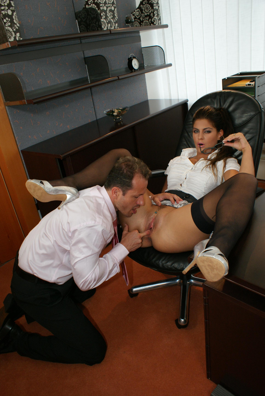 Порно Под Столом Молодая