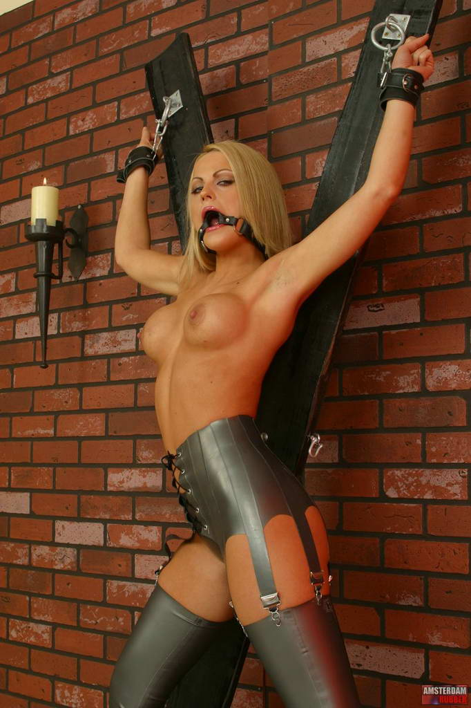 Amsterdam Rubber 550641 Kinky Beauty Gets Torture Amsterdam Rubber