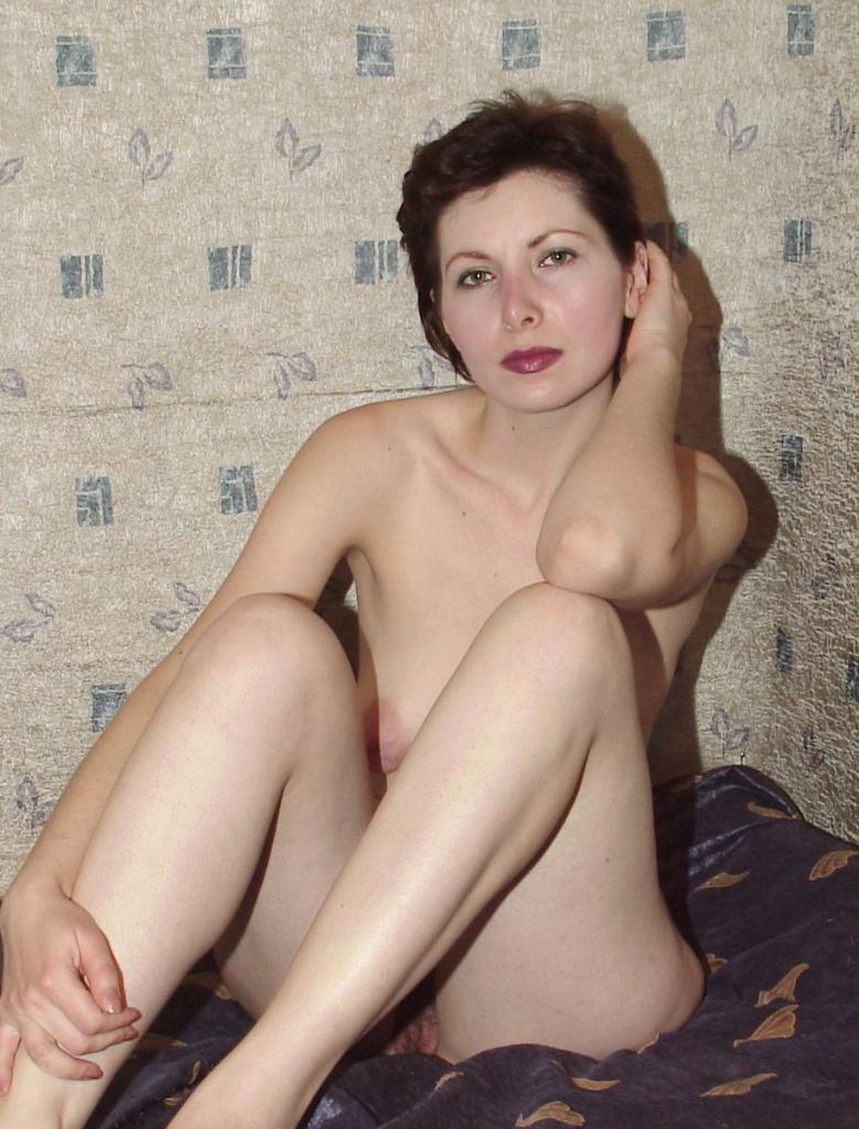free pics of hot naked babes at restaurants